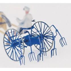 Faneuse à fourches pour attelage cheval. HO Weinert 4438