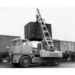 Grue automobile Griffet, 2eme modèle de 7 tonnes, déco SNCF pour manutention containers et autres