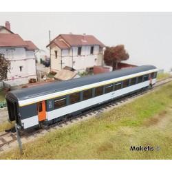 Voiture 1ère classe VTU Corail SNCF Ep IV HO Roco 74531