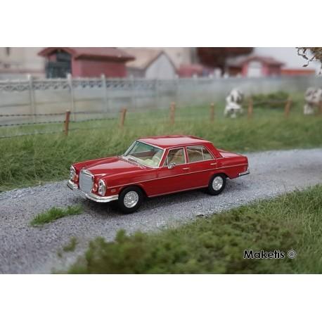 Mercedes Benz 280 SE rouge HO Brekina-Starmada 13106