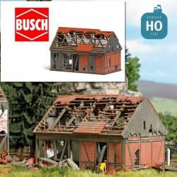 Etable en ruine HO Busch 1669 - Maketis