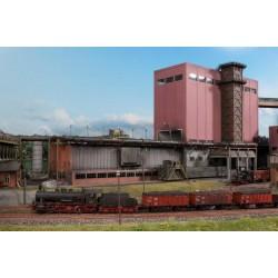 Tour de stockage de charbon avec batterie de fours à coke et enfourneuse d'alimentation