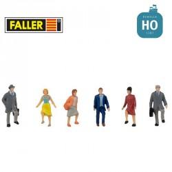 Personnes montant un escalier HO Faller 151626